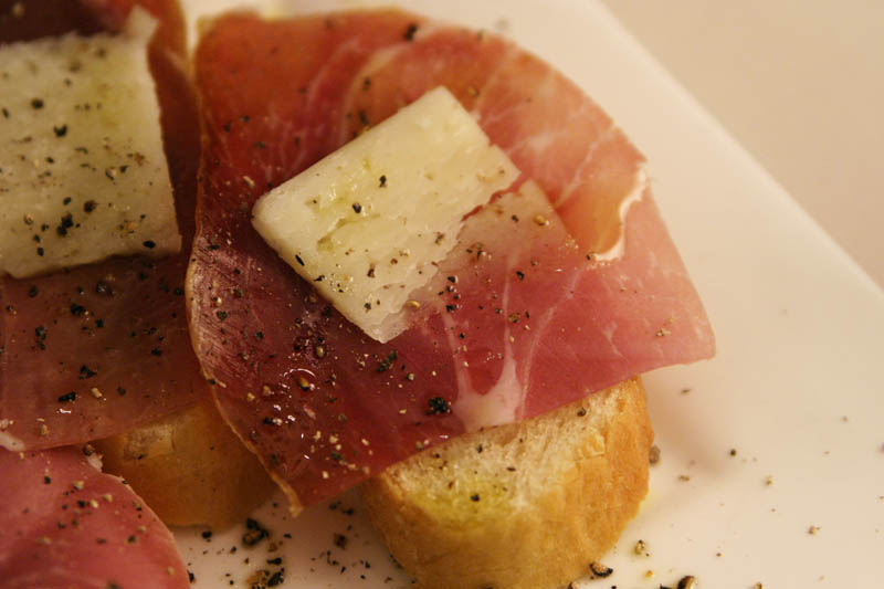 Picture of a bread, jamon serrano, and manchego cheese